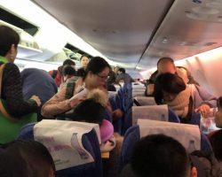 刚刚登上飞机,基本上满了,后来知道这架飞机上面,加上我们公司一共有4个团队包机
