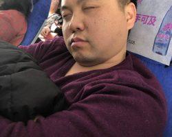 昌刚睡着了被偷拍