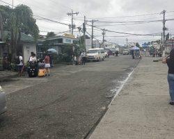 刚出机场的街道,是不是看起来很贫穷?实际上确实和国内的三四线城市差不多