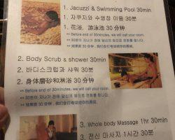 做帝王SPA的基本步骤,泡30分钟左右花浴或游泳,然后类似玫瑰糖浆磨砂,最后按摩,都是很正规的手法,中间自己洗完澡,他们会电话问是否ready,然后服务人员才会进来