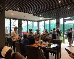 这几个老大爷,略带苍桑的台湾腔,唱的还是很带感,如果要唱『世界第一等』估计会更好,现场他们唱的都是英文歌