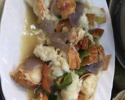 龙虾来了是三吃,姜葱炒,椒盐,做粥。粥做的不错,可能因为福建人做的,很有砂锅粥的感觉。