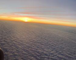 云层上的夕阳