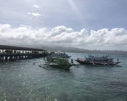 前面是我们要坐的船,今天就要离开长滩岛了