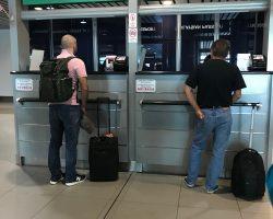 外国护照通道,注意上面写着foreign passport