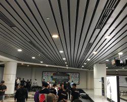在沙巴机场等行李