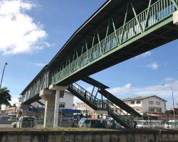 肯德基旁边的过街天桥