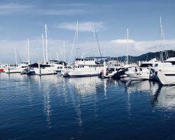到码头坐船去沙巴岛玩水上项目