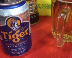 酒店后面的大排档,喝的是Tiger