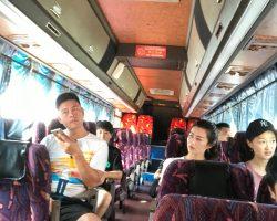 小聪换了个大巴士接我们,因为是偷拍,所以照的不好,让客官见笑了