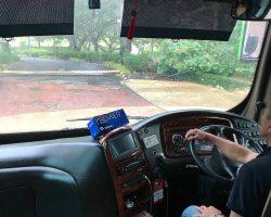 度假村的小巴士去酒店大堂